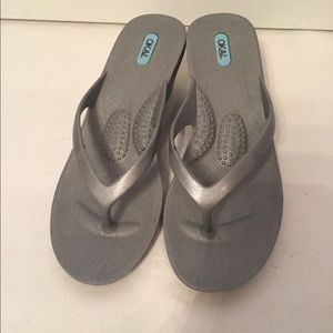 a97c6b80c715e Oka b Okabashi Shoes - NWOT Oka b 🌪silver sandals wedge flip flop ML